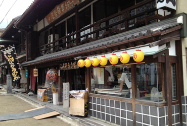Photo: Konpura udon approaching shop