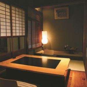 日本料理 島宿 真里の内観