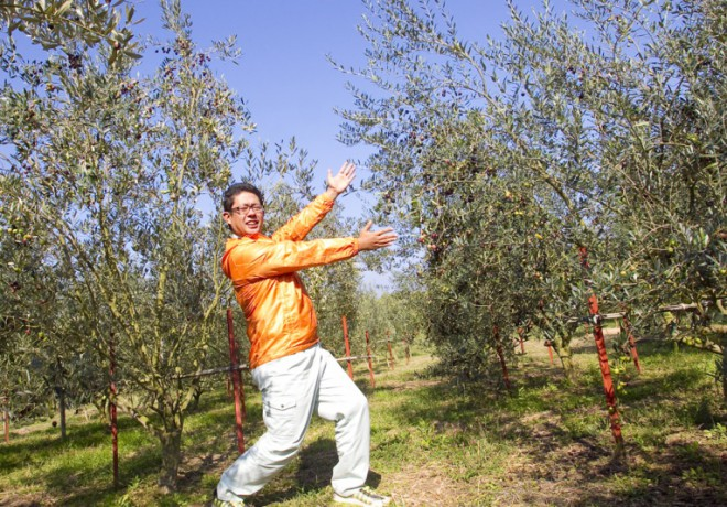 Photo of the owner and the olive tree