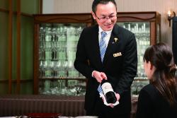 Customer service at Takamatsu Kokusai Hotel Guriruyajima