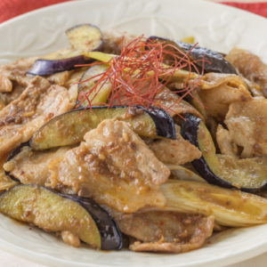 Spicy stir-fried olive dream pork and eggplant