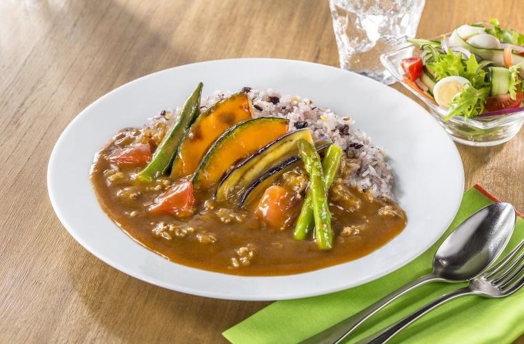 ハウス食品グリーンアスパラガスとなすの揚げ焼きカレー